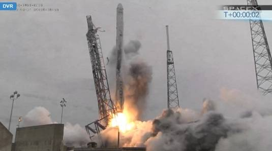 SpaceX shoots off the launch pad right on time