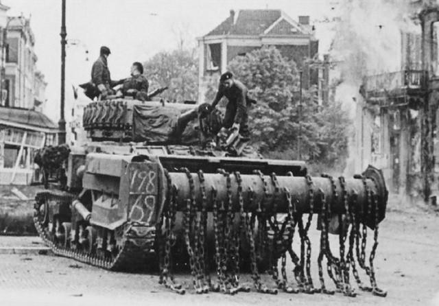Sherman AVRE Flail tank