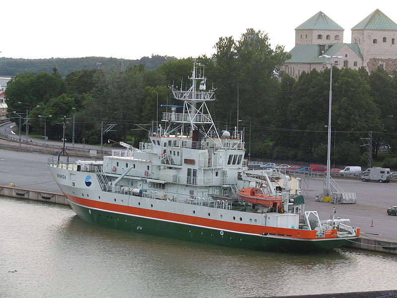 Finnish research vessel SS Aranda near Turun Linna