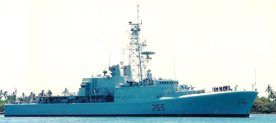 HMCS Annapolis at Pearl Harbour in 1995 (via Wikipedia)