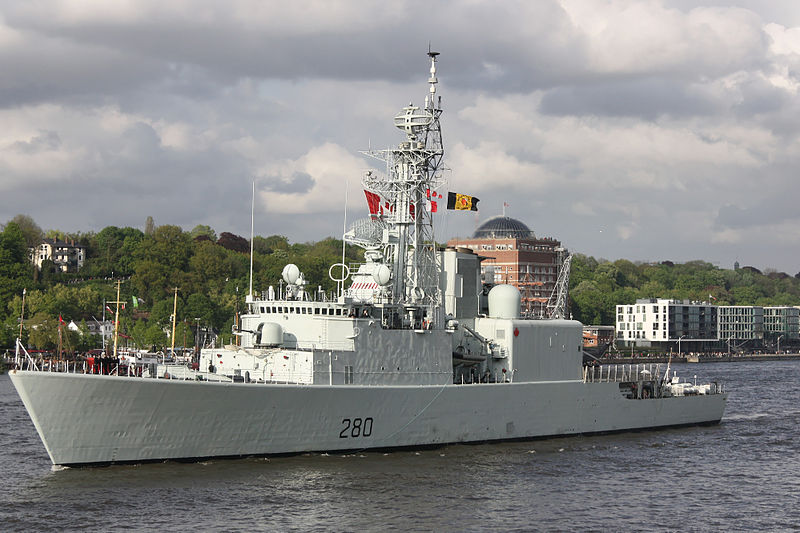 HMCS Iroquois (DDG 280) at Port of Hamburg, near Övelgönne (via Wikipedia)